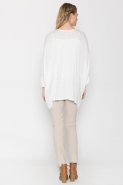 Monoreno Loose-Fit Embroidered Tee - Front full body