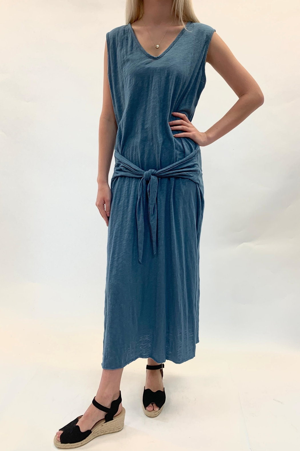 Love in  Tie Swing Maxi Dress - Side Cropped Image