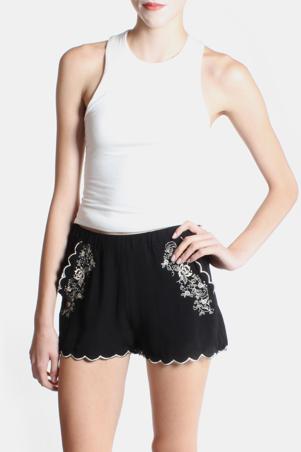 Love Tree Rose Embroidered Shorts - Side Cropped Image