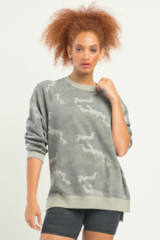 Dex LS OVERSIZED CAMO PULLOVER - Front cropped