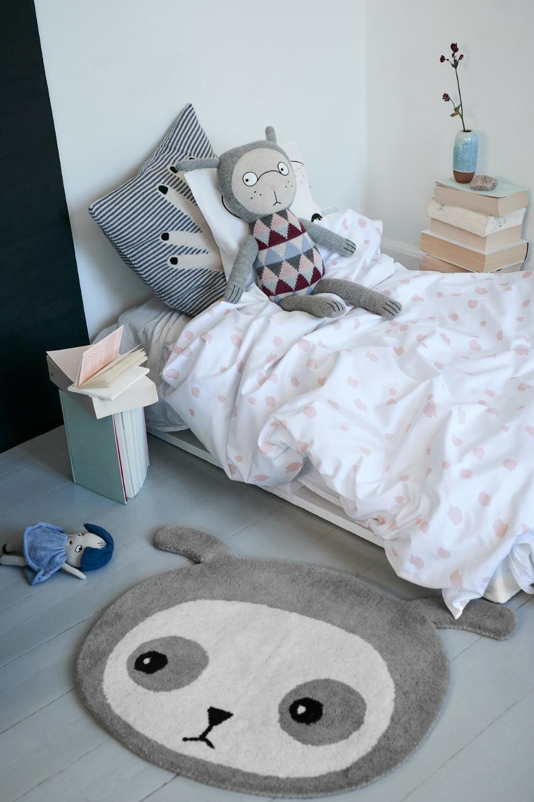 Lucky Boy Sunday Sleepy Bunty Bedding - Front Full Image