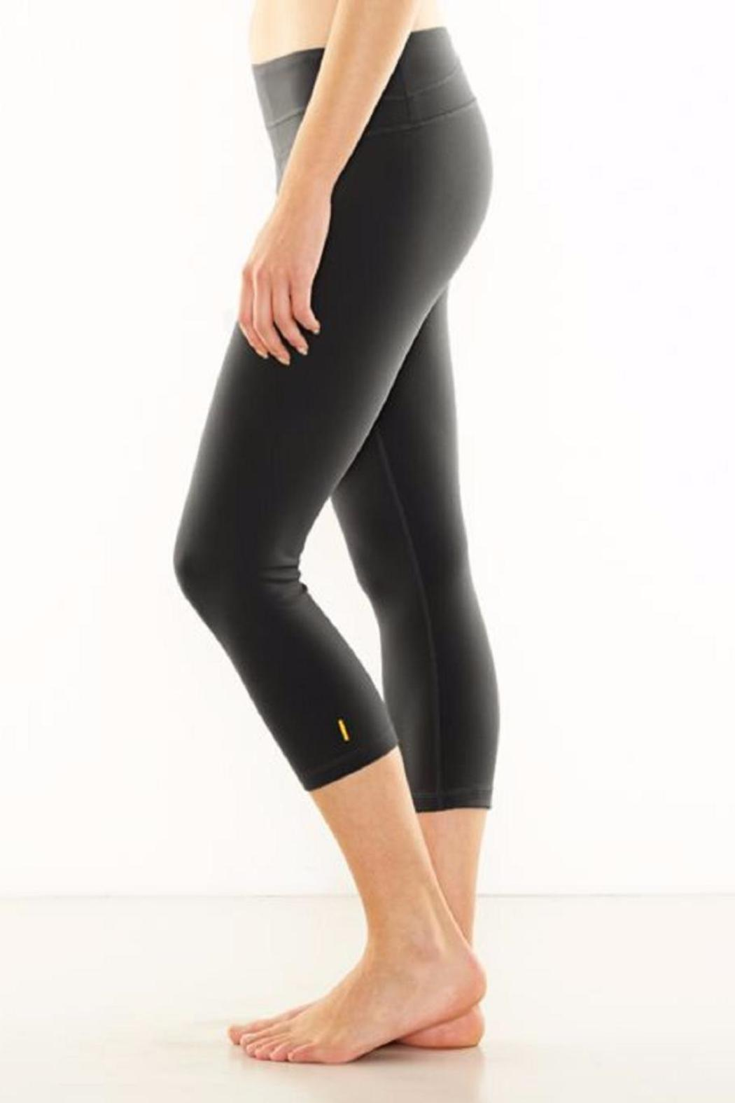 Lucy Capri Legging - Side Cropped Image