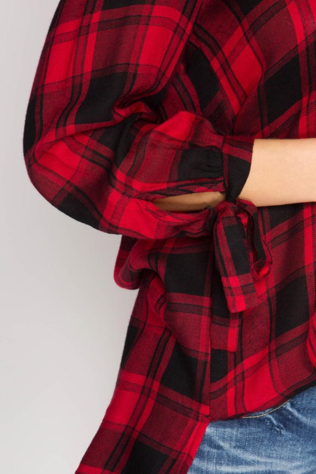 She + Sky Woven Plaid Blouse - Side Cropped Image
