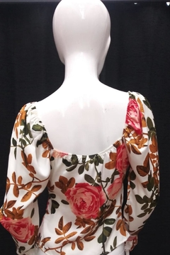 Lulumari Floral Twist Top - Alternate List Image
