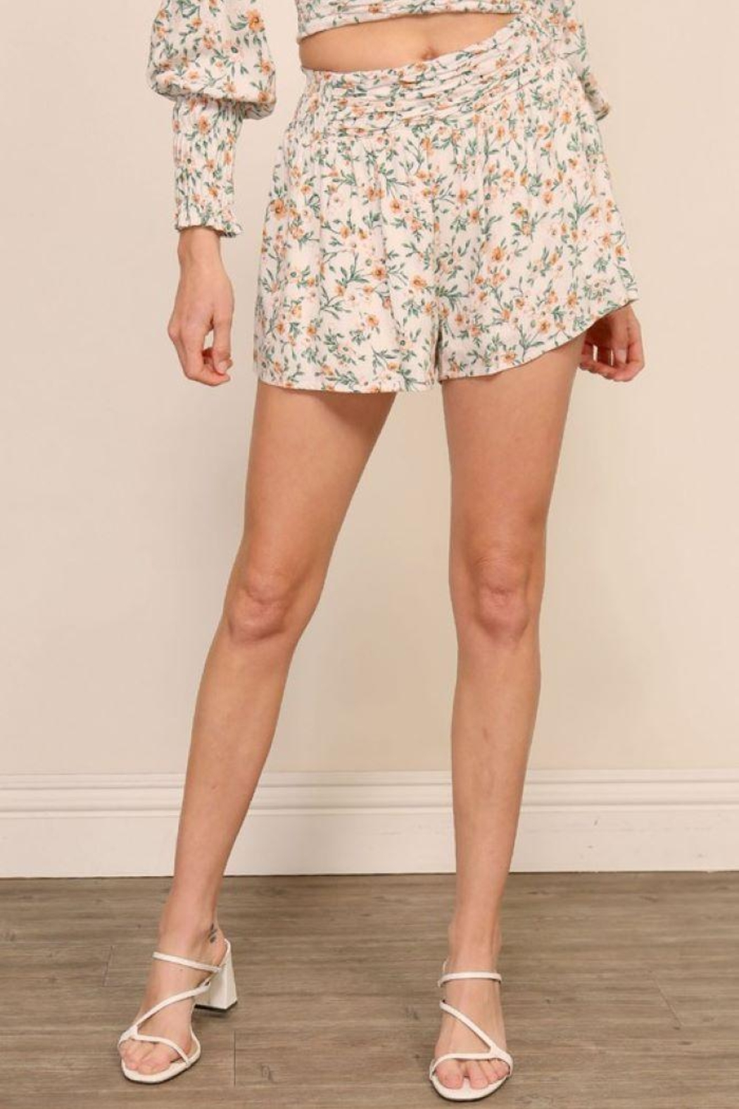 Lumiere Floral Smocking Detail Shorts - Side Cropped Image