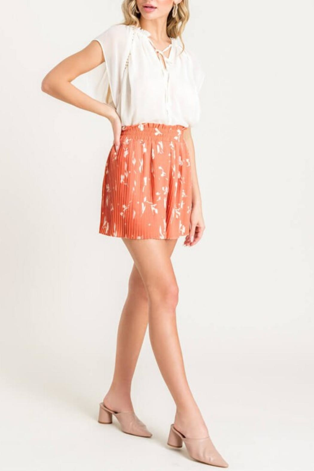 Lush Pleated Cocktail Shorts - Side Cropped Image