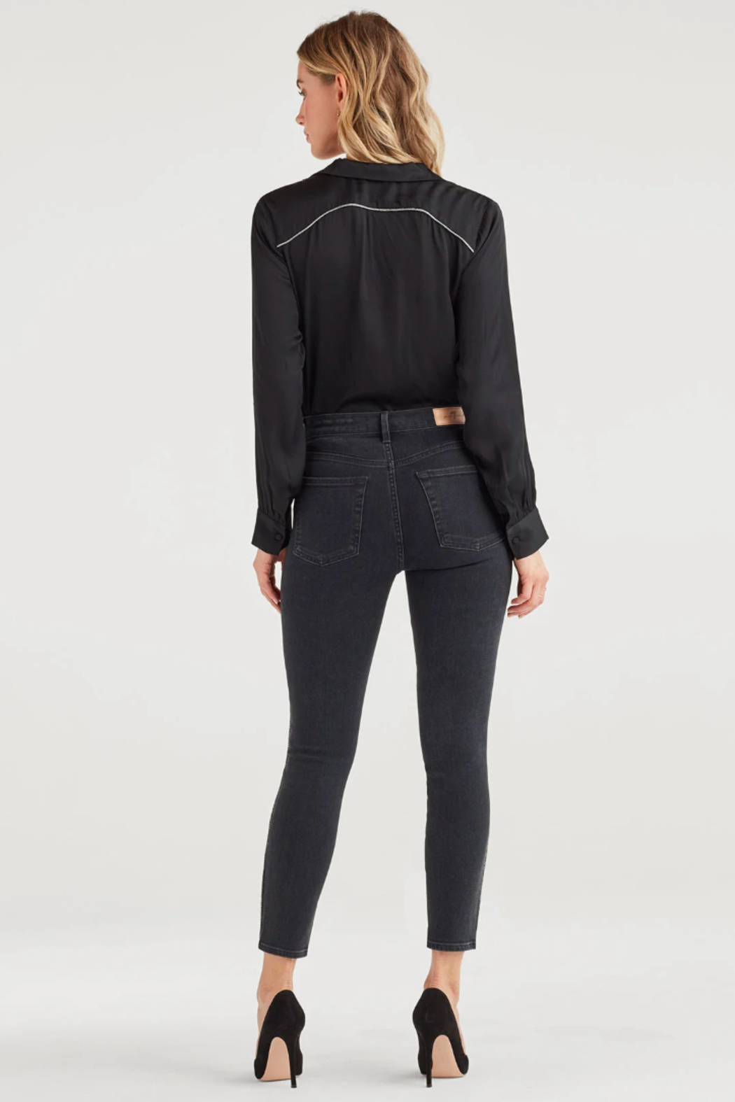 7 For all Mankind Luxe Vintage High Waist Ankle Skinny with Snake Piping in Moon Shadow - Side Cropped Image