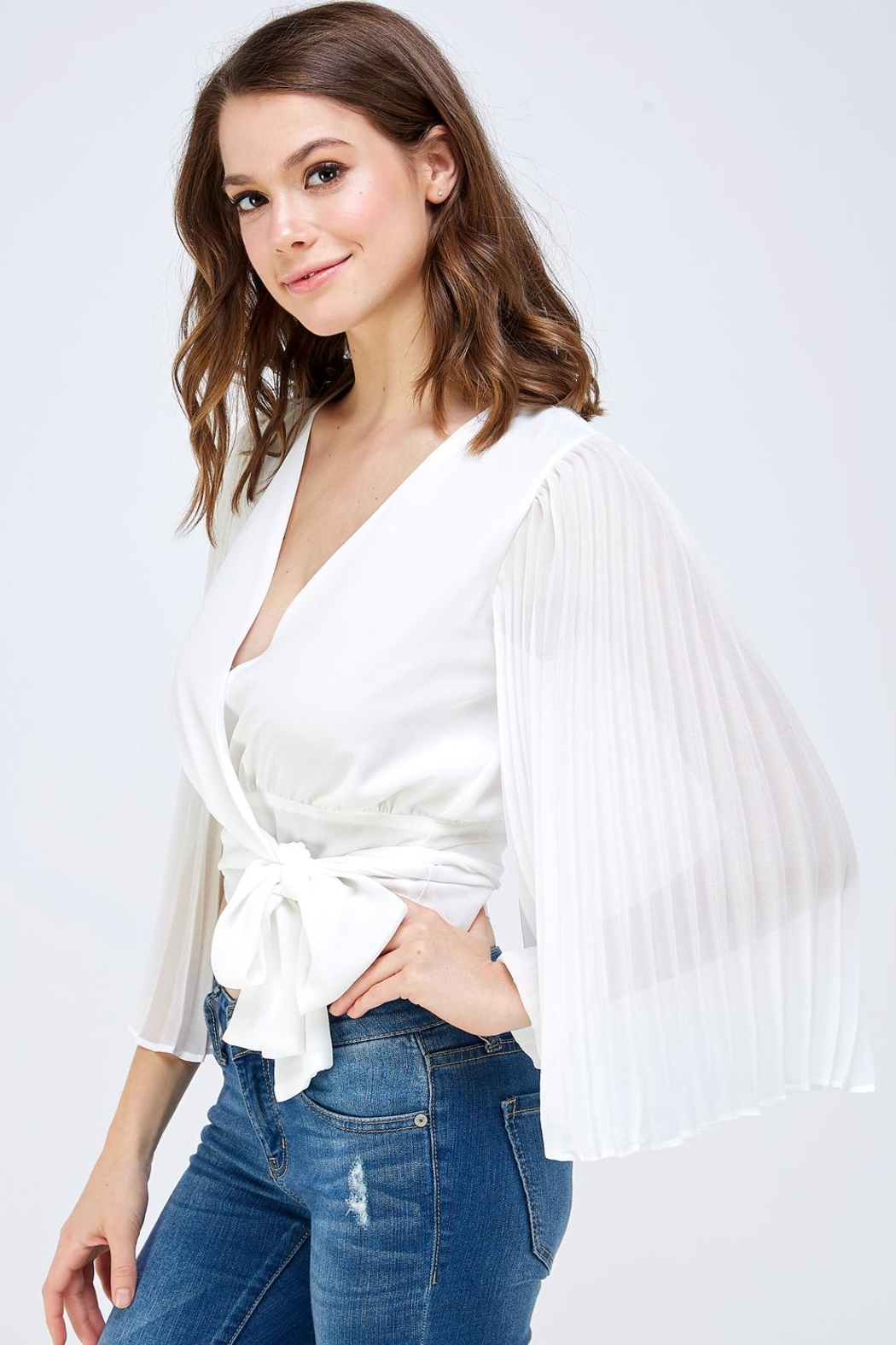luxxel White Pleated Blouse - Side Cropped Image