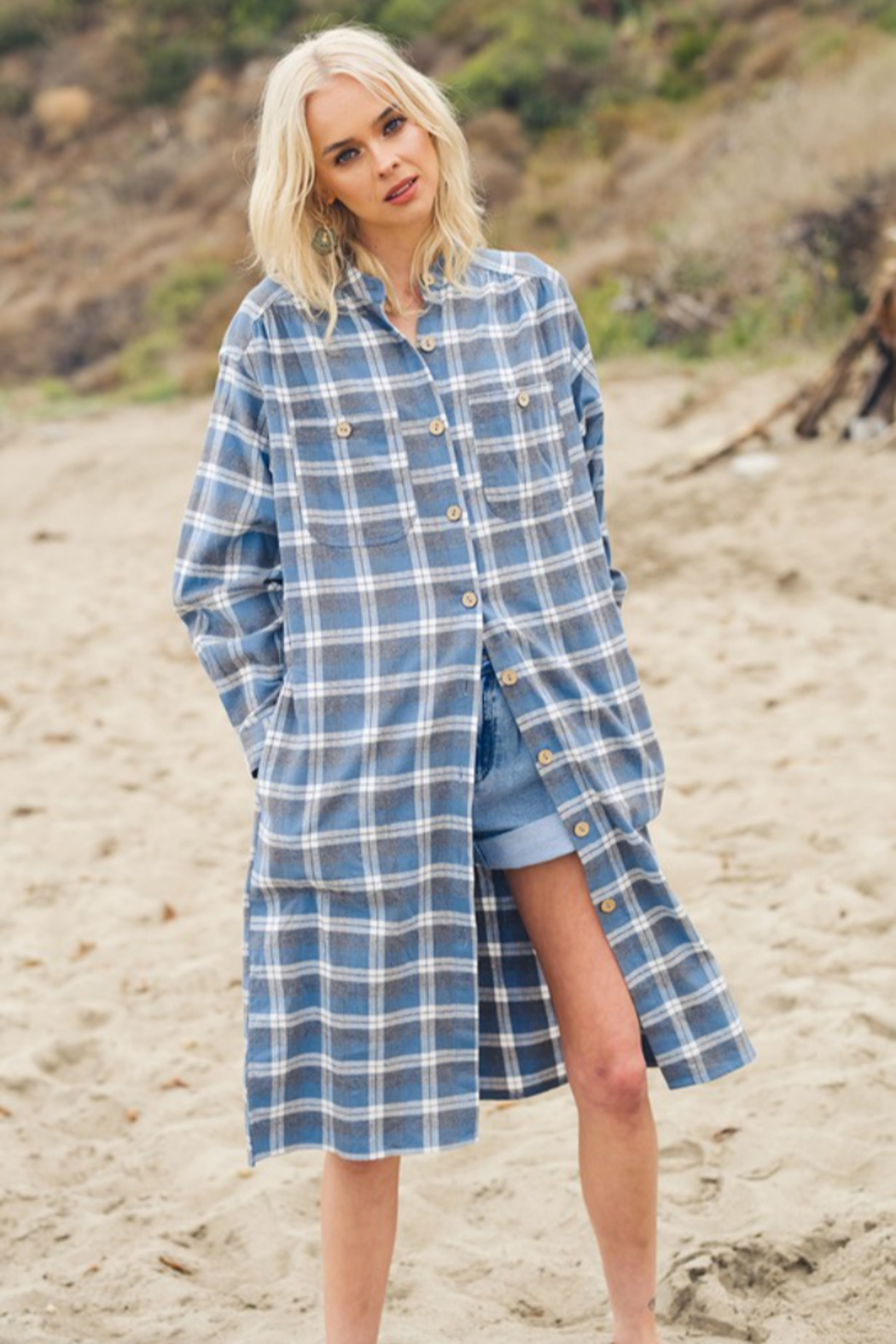 Listicle Layered in Plaid - Side Cropped Image