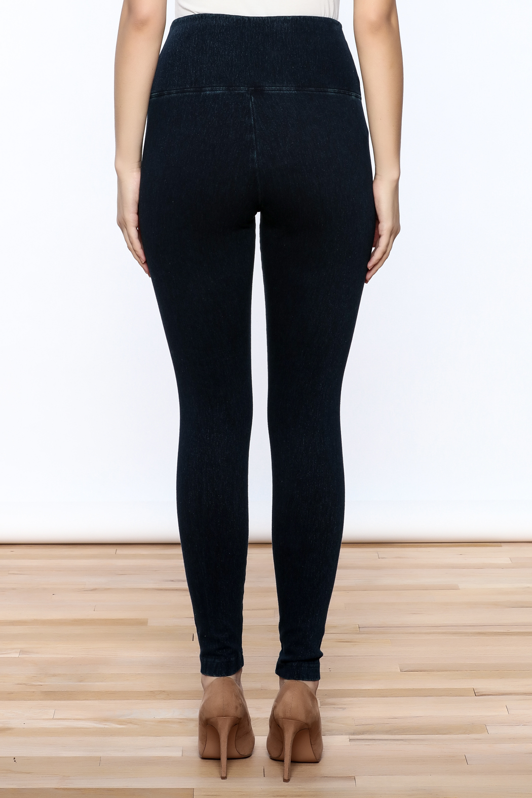Lyssé Denim Legging - Back Cropped Image