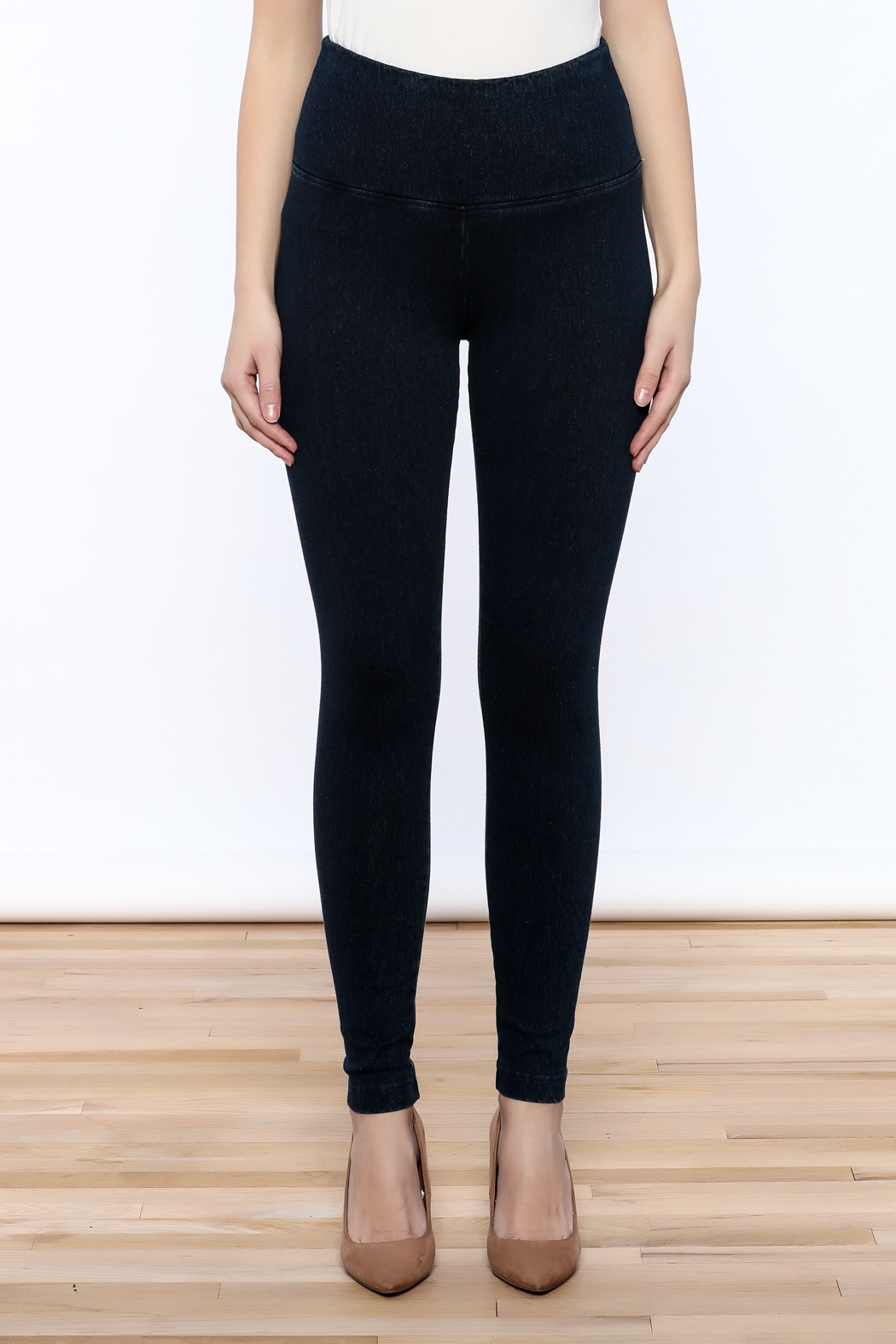 Lyssé Denim Legging - Side Cropped Image