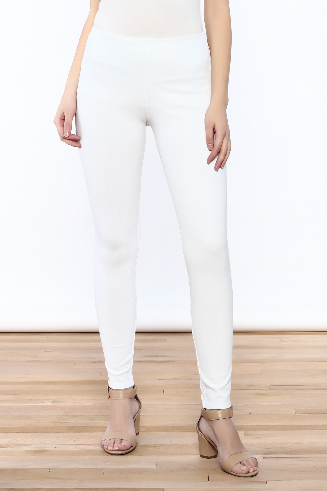 Lyssé White Denim Legging - Front Cropped Image