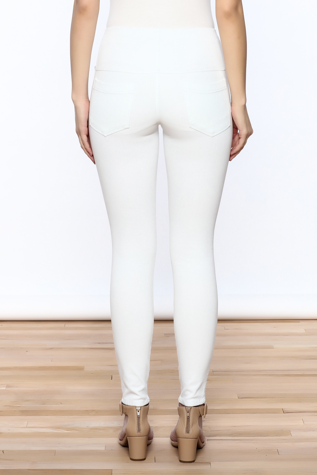 Lyssé White Denim Legging - Back Cropped Image