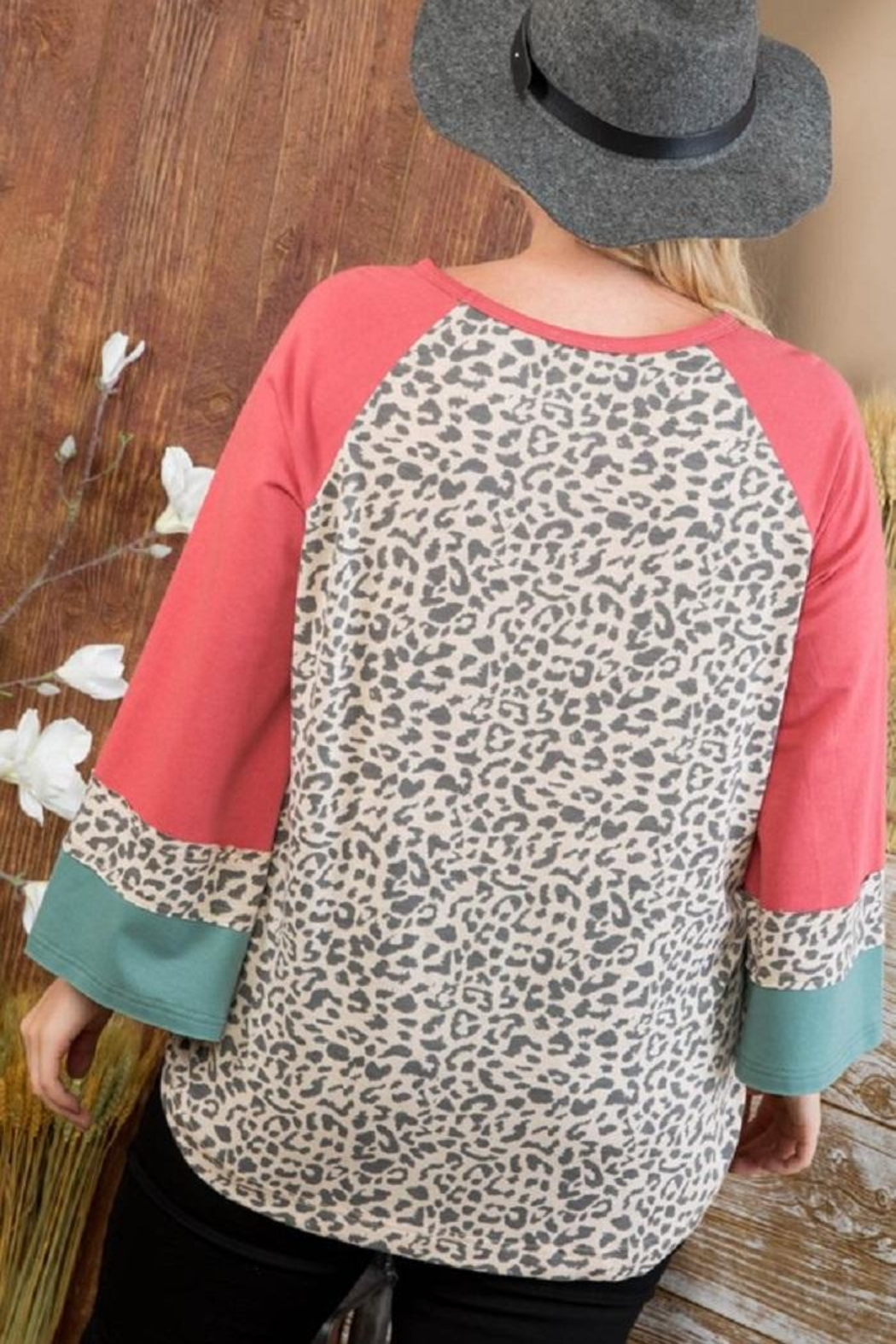 Main Strip Curvy Animal Print Top - Side Cropped Image