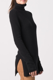 Margaret O'Leary Shyla T Neck - Side cropped