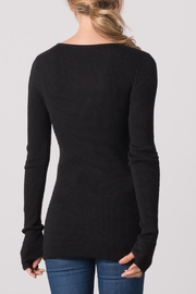 Margaret O'Leary Waffle Vee Neck Tee - Side cropped