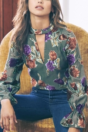 Saylor Mariel Floral Top - Product Mini Image