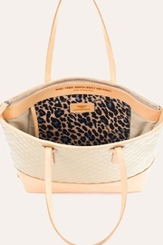 The Birds Nest MARKET TOTE-CANDY CHAMPAGNE - Side cropped