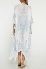 Love Stitch Medallion Print Kimono - Side cropped