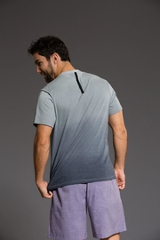 Onzie Mens Ombre V - Front cropped