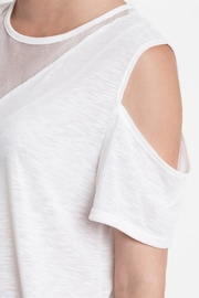 People Outfitter Mesh White Tee - Side cropped