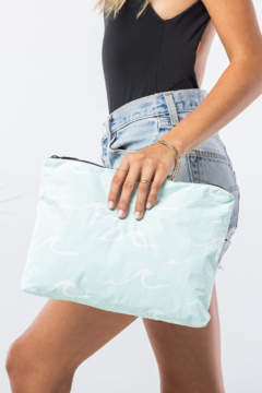 Aloha Collection Mid Seaside Pouch - Alternate List Image