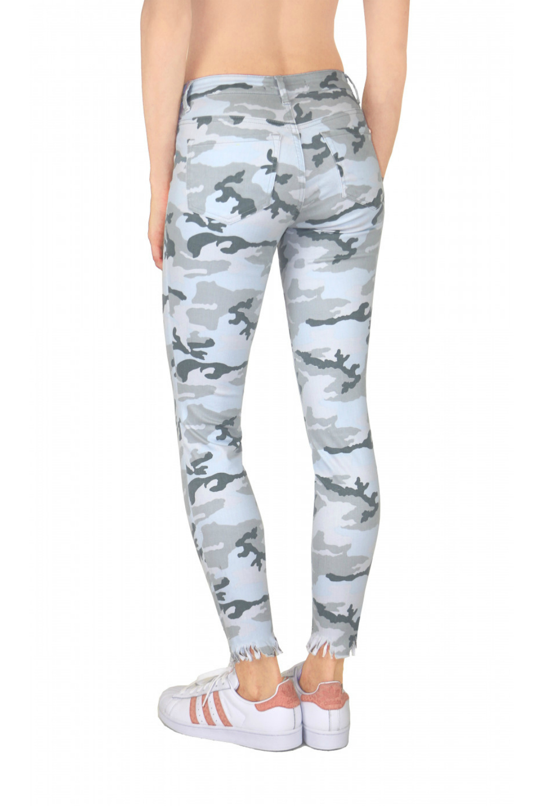 Tractr Midrise Distressed Camo Jean - Side Cropped Image