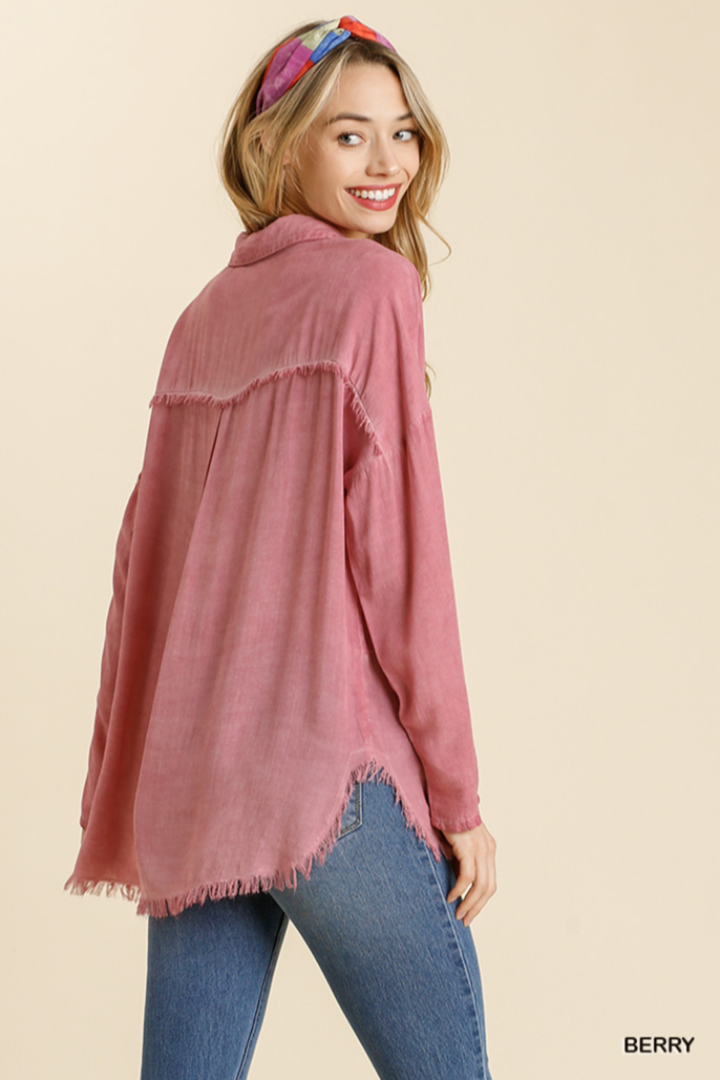 umgee  MINERAL WASHED COLLARED BUTTON DOWN - Side Cropped Image