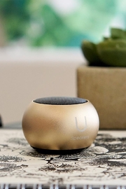 Fashion It Mini Speaker - Front full body