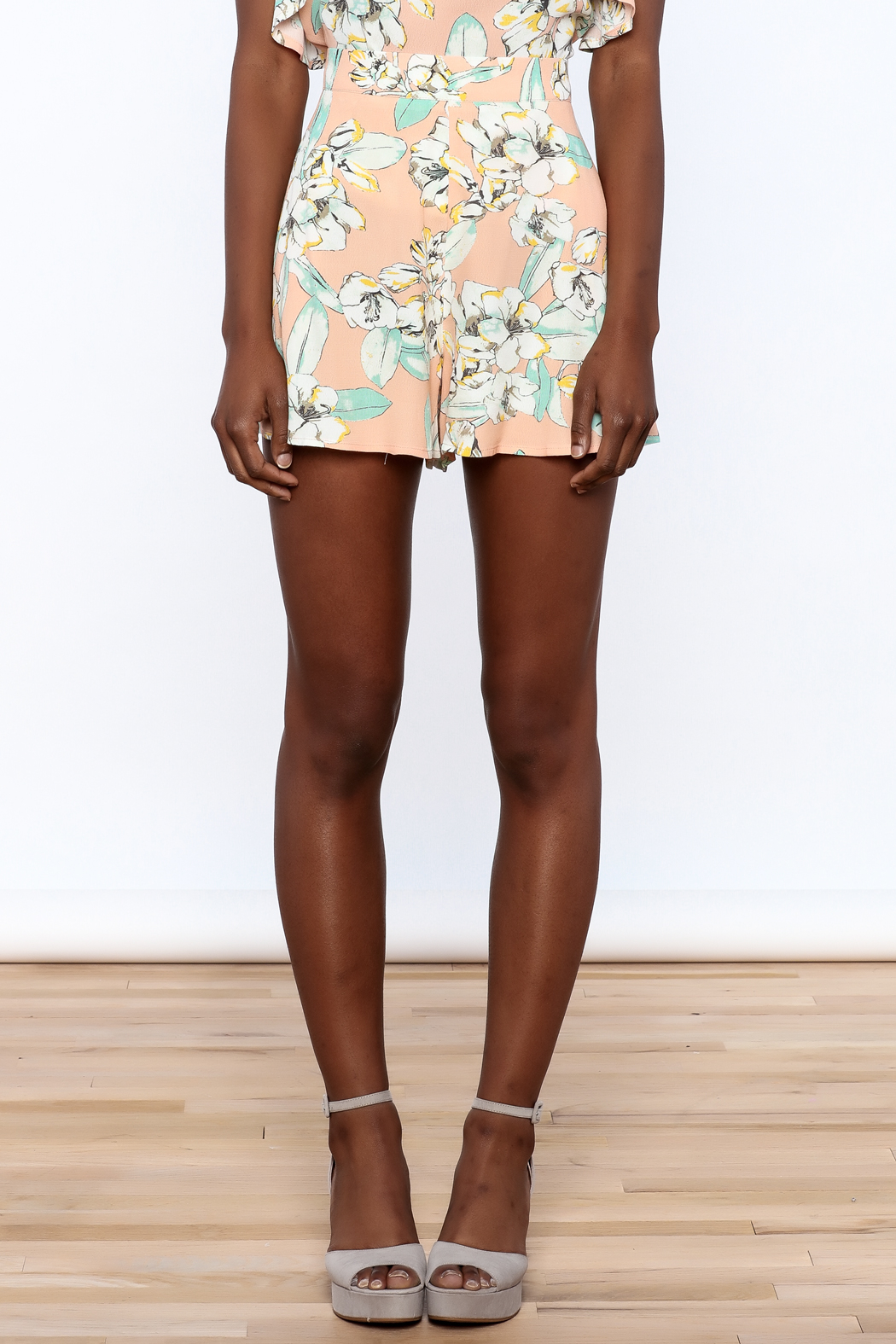 MinkPink Peach Floral Print Short - Side Cropped Image