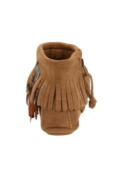 Minnetonka Moccasin Concho Feather Boot - Alternate List Image