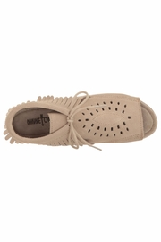 Minnetonka Moccasin Minnetonka Lyra Open-Toe-Bootie - Back cropped