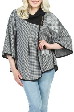 Papillon Houndstooth Cape - Alternate List Image