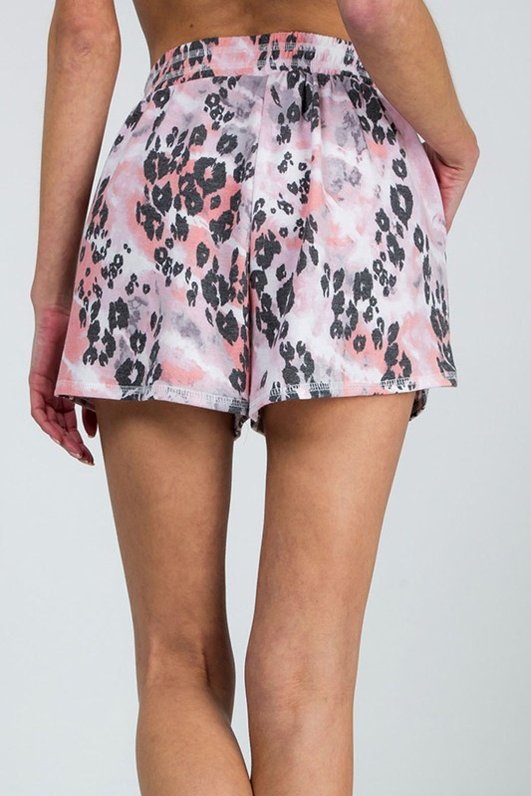 R+D  Mixed Leopard Short - Side Cropped Image