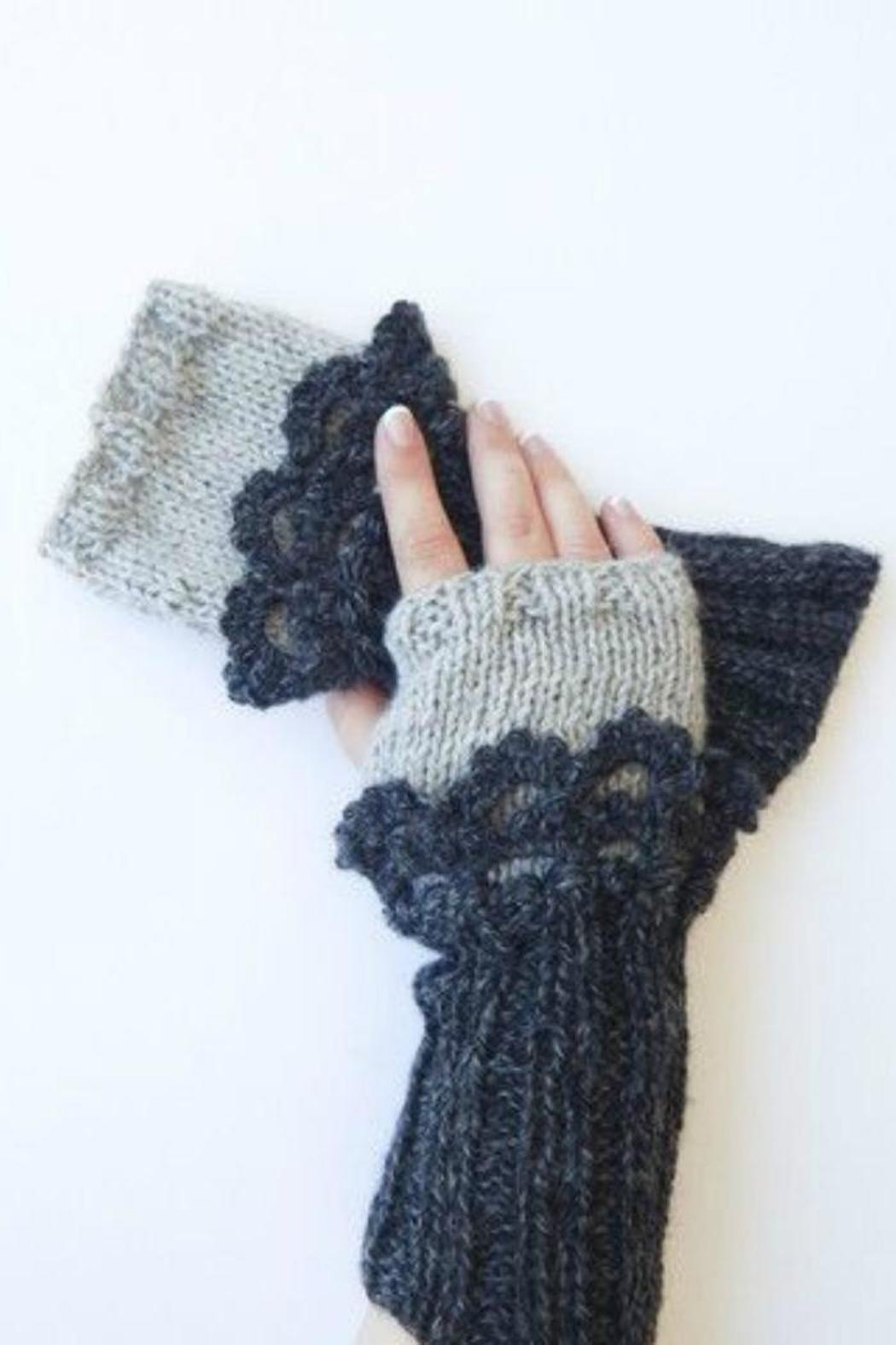 Moche Lifestyle Alpaca Fingerless Gloves - Front Cropped Image