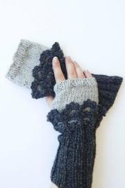 Moche Lifestyle Alpaca Fingerless Gloves - Front cropped