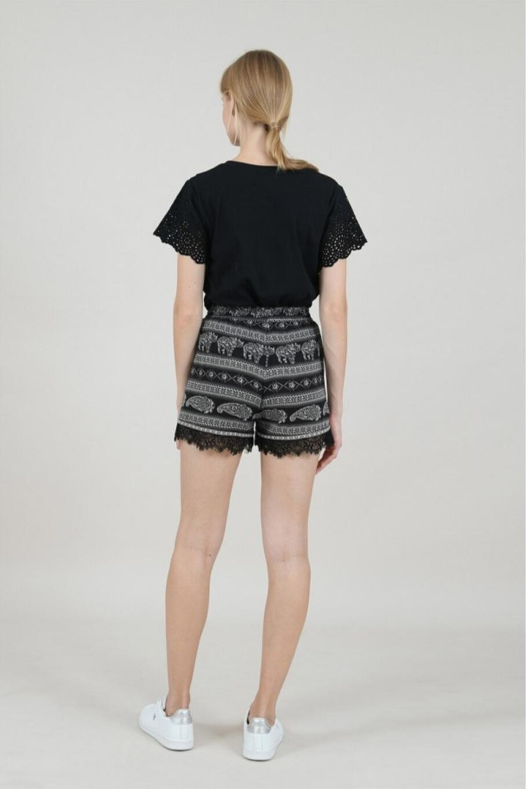 Molly Bracken Printed Lace Shorts - Side Cropped Image