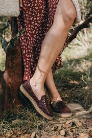 Morkas Shoes Slipper Wine Croco - Back cropped