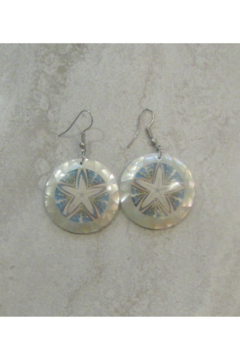 Bamboo Source MOTHER OF PEARL & STARFISH ROUND EARRING - Alternate List Image