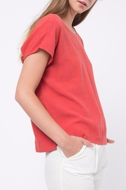 Movint Back-Hole Detail Top - Side cropped