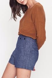 Movint Button Detailed Shorts - Side cropped
