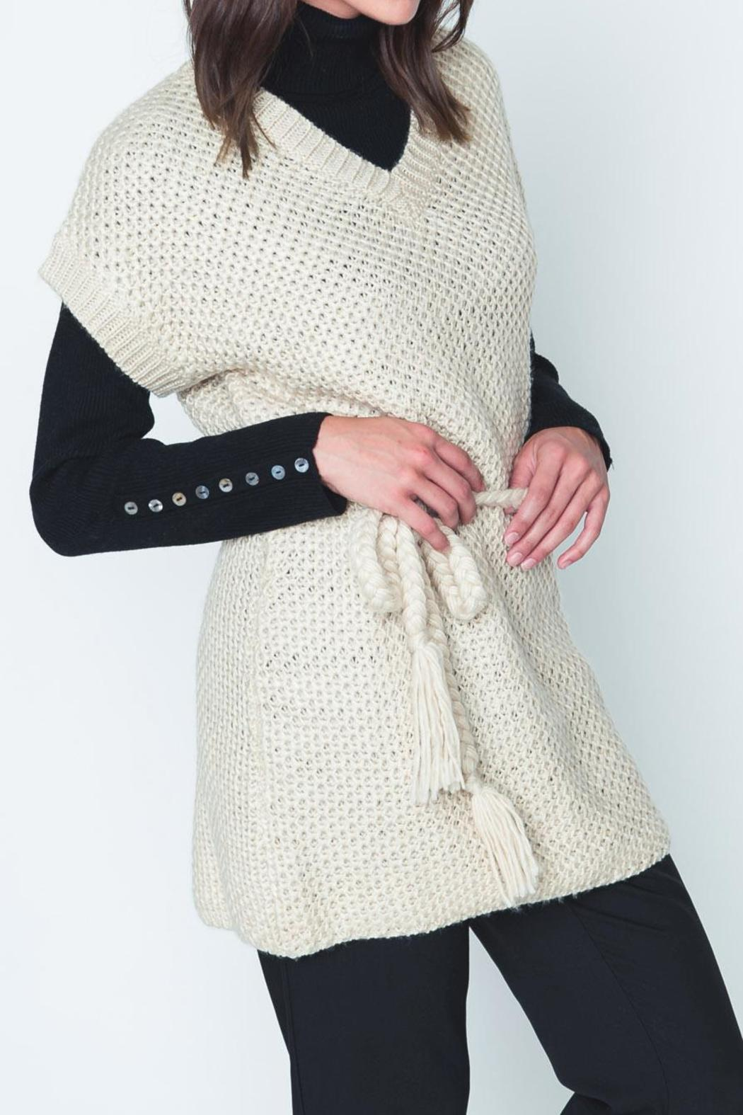 Movint Cayo Poncho - Front Cropped Image