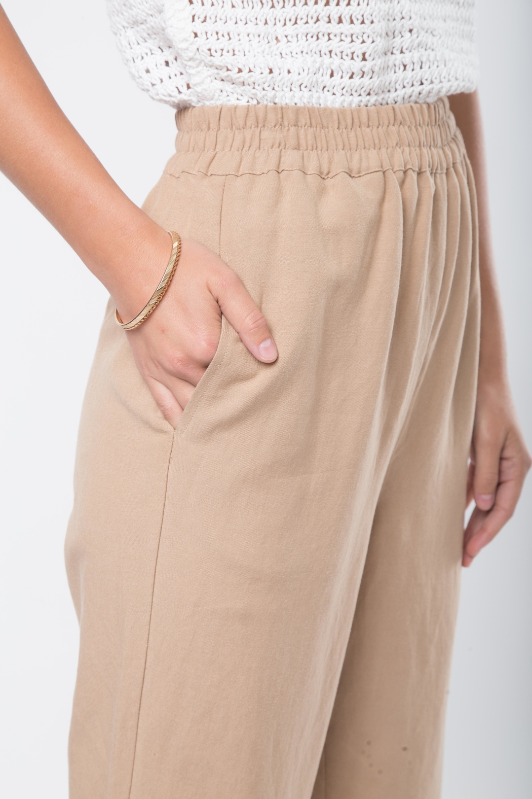 Movint Cropped Pants with Elastic Waist - Back Cropped Image