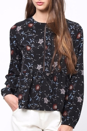Movint Floral Peplum top - Front cropped