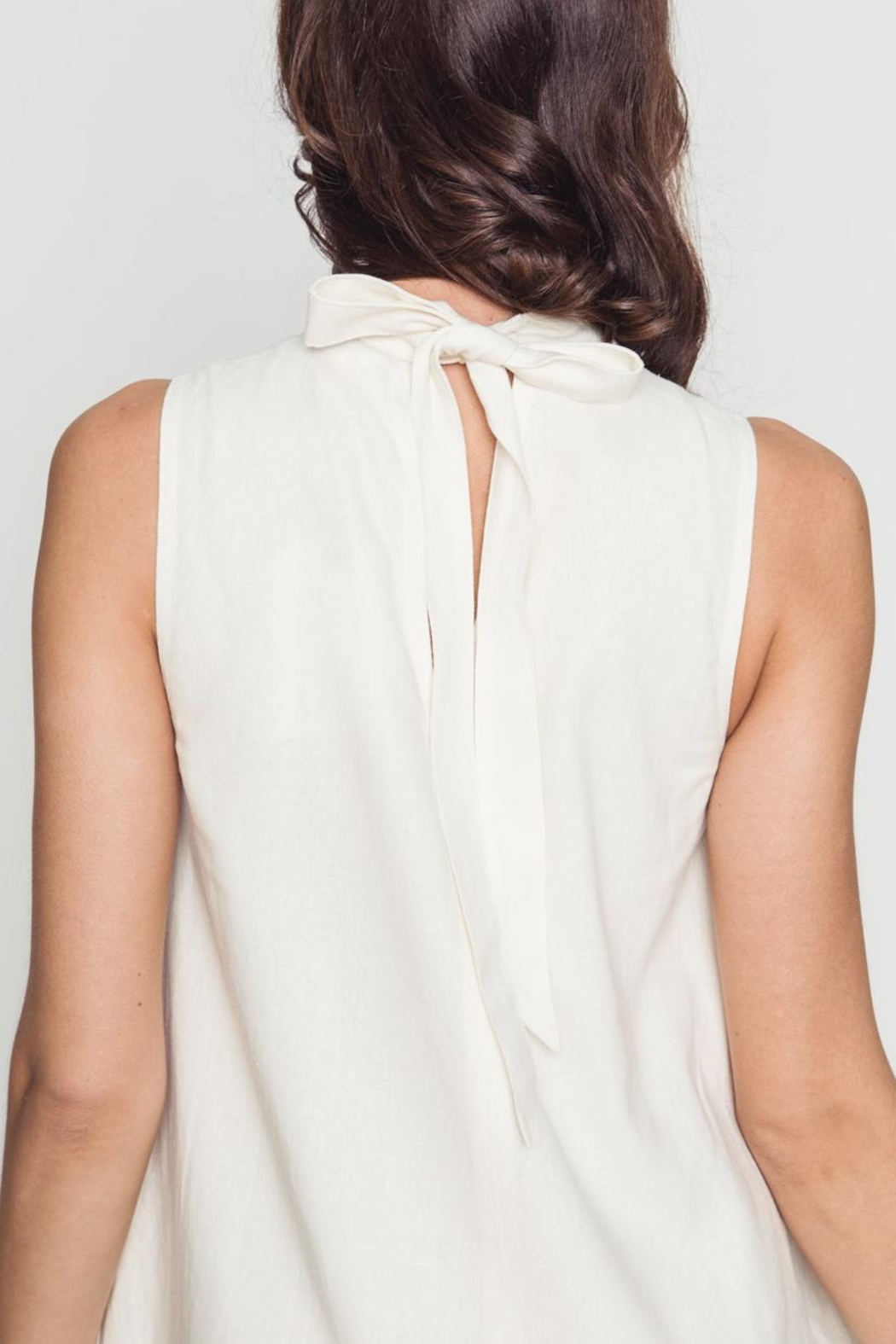 Movint Avril White Dress - Back Cropped Image