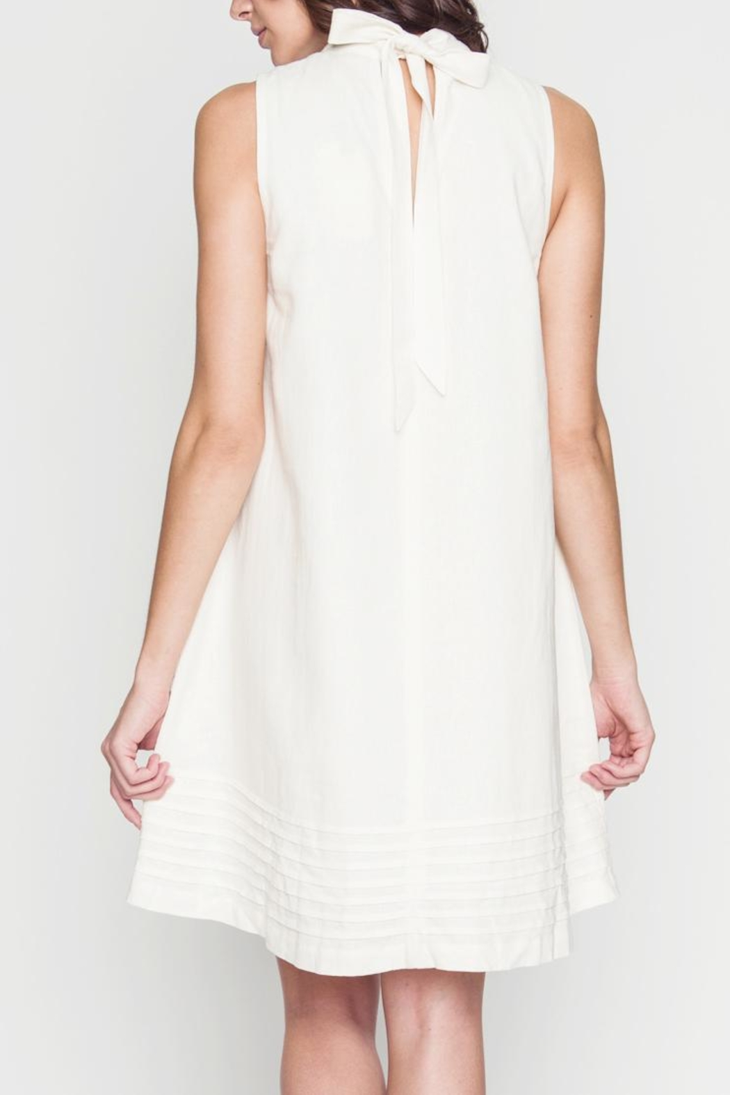 Movint Avril White Dress - Side Cropped Image