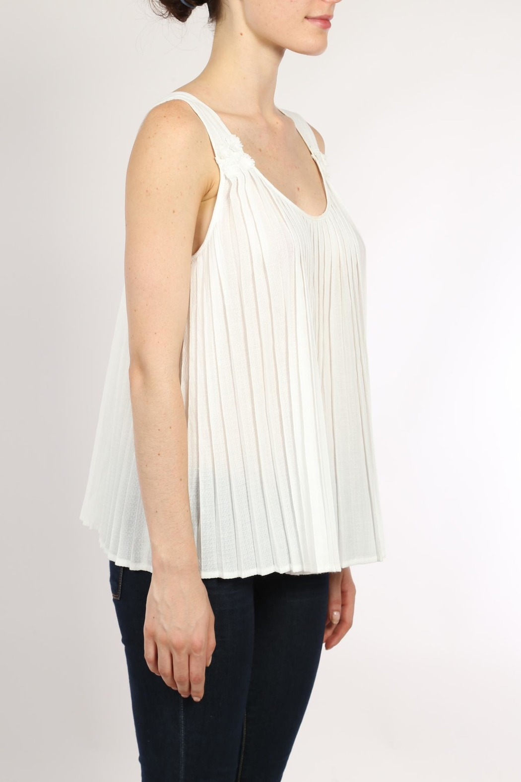 Movint White Pleated Top - Front Full Image