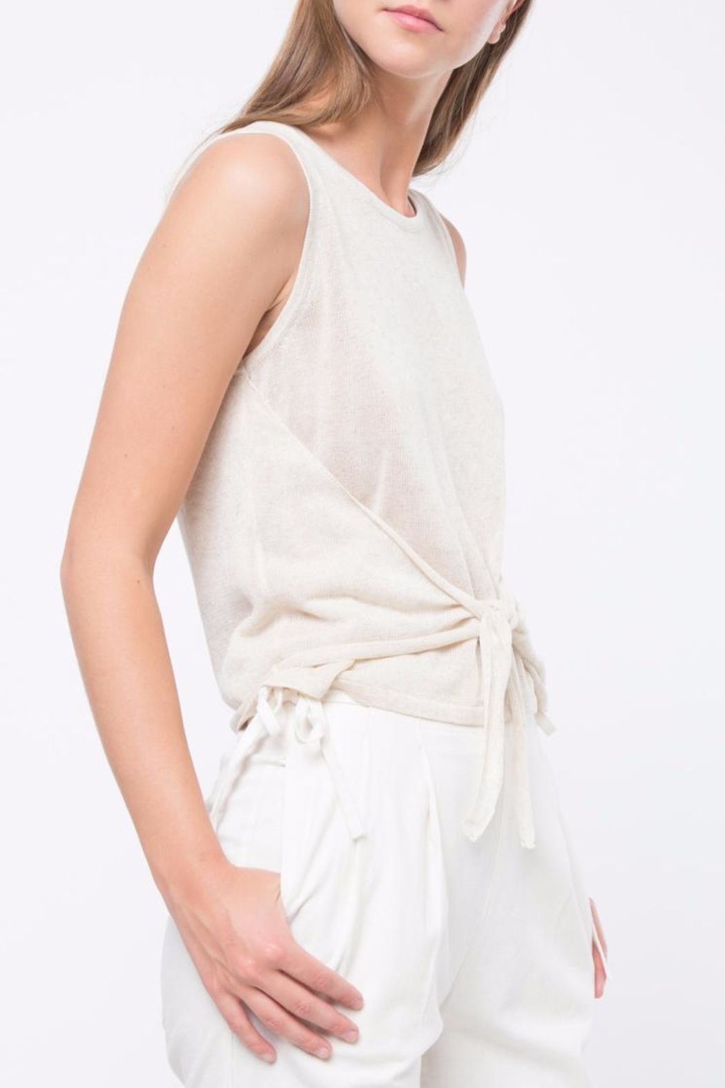 Movint Sleeveless Tank Top - Side Cropped Image