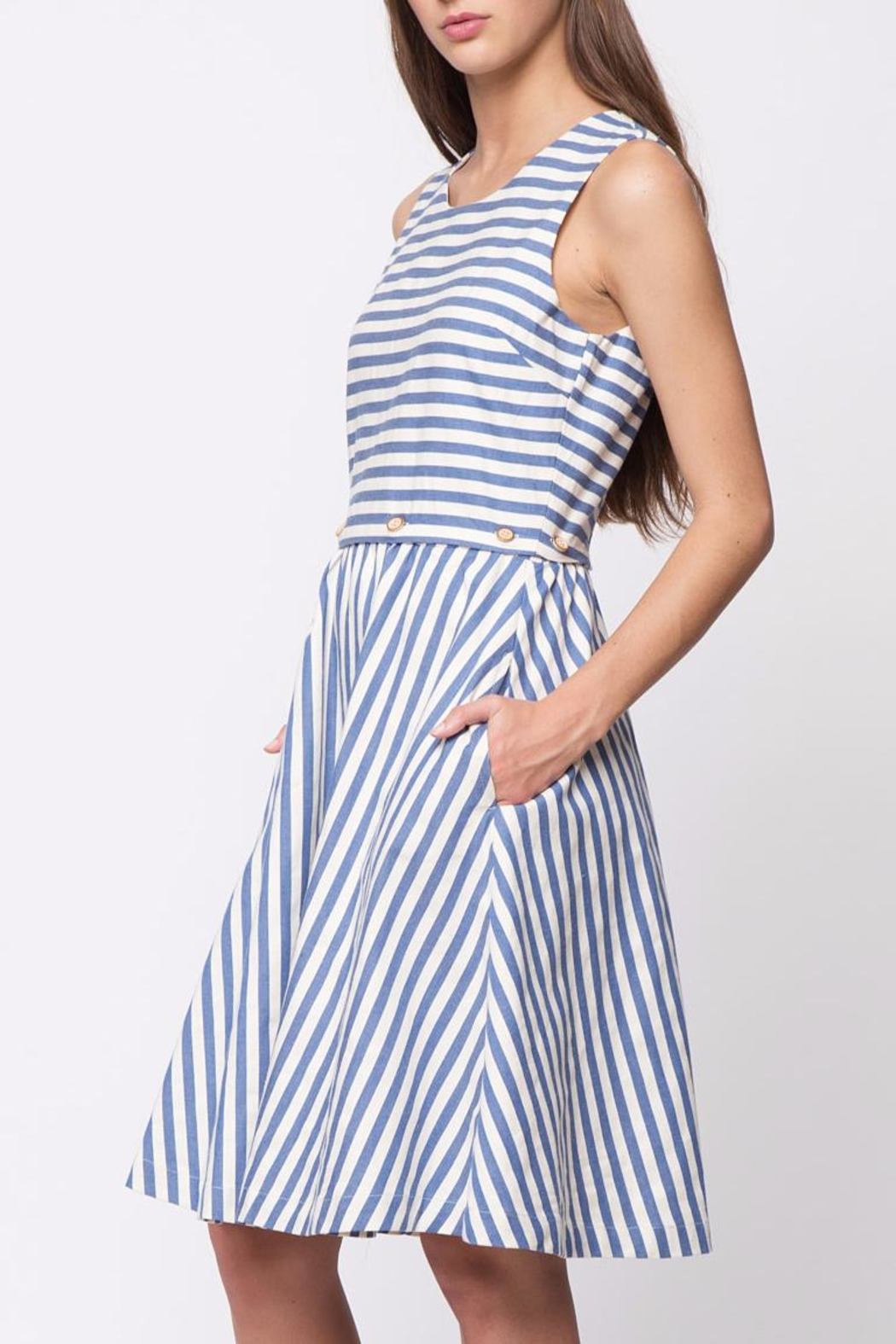 Movint Button Sleeveless Dress - Side Cropped Image
