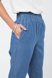 Movint Cropped Denim Pants with Elastic Waist - Back cropped